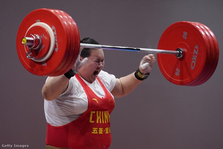 Li Ven-ven a tokió olimpiai súlyemelő tesztversenyén