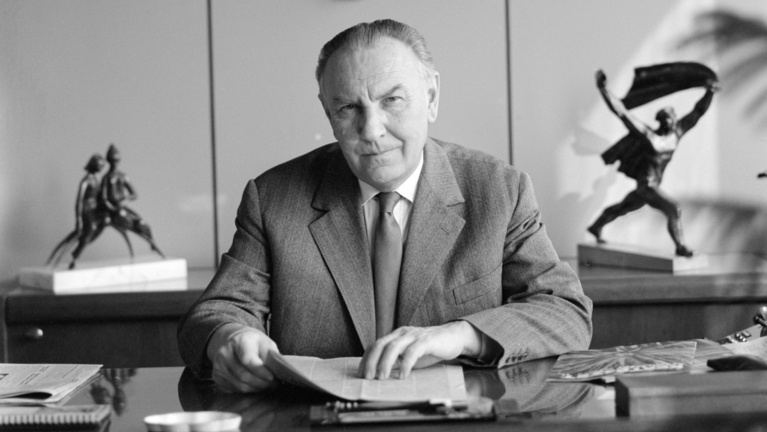 A párttitkár, aki leeresztette volna a Balatont, hogy kukoricát ültessen a helyén