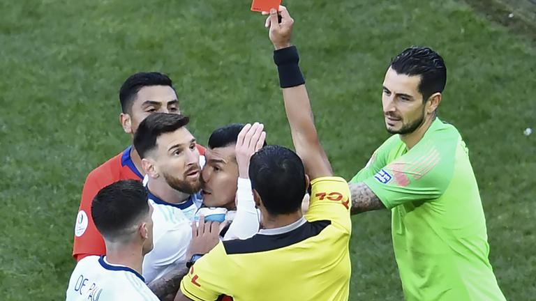 Messi belebukhat, hogy bírói korrupciót kiáltott