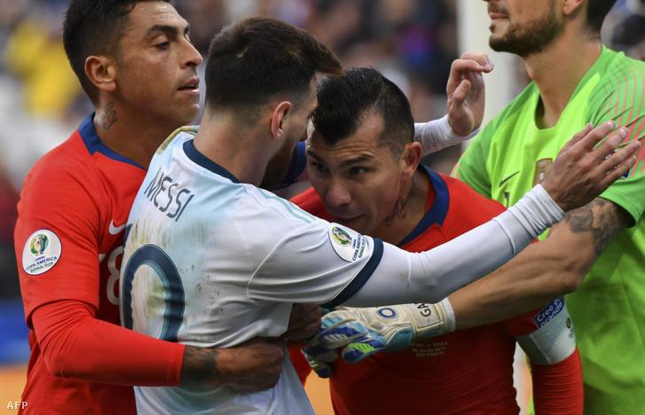 Chilei Gary Medel löki meg Messit a bronzmérkőzésen