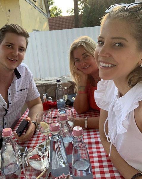 Szabó Zsófi öccsével és anyukájával szeflizett a hétvégén.