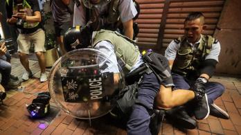 Turistanegyedben tüntettek Hongkongban, hogy így jusson el a hírük Kínába