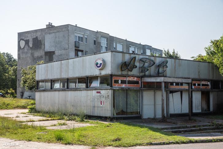 A bezárt közért a Készenléti lakótelepen