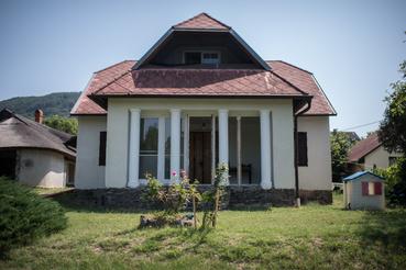Herczeg egykori villája ma, tűzvész és átépítések után