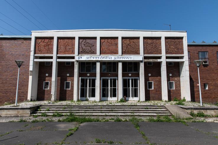 A Béke művház főbejárata