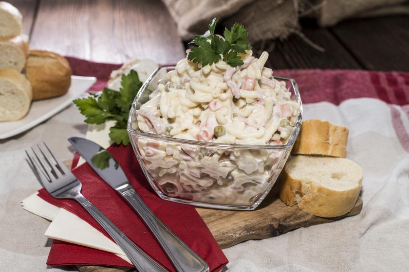 Jól behűtött sonkás, zöldséges tésztasaláta: majonézes öntettel még finomabb