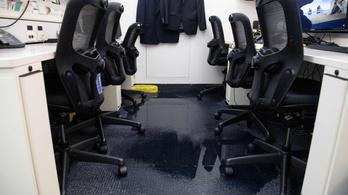 Még a Fehér Ház sajtószobáját is elöntötte a víz a washingtoni vihar után