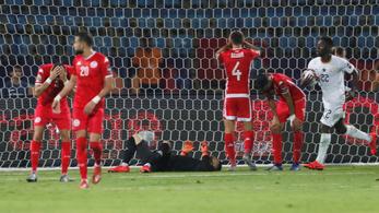 Első labdaérintéses öngól és bizarr büntető az Afrika-kupán