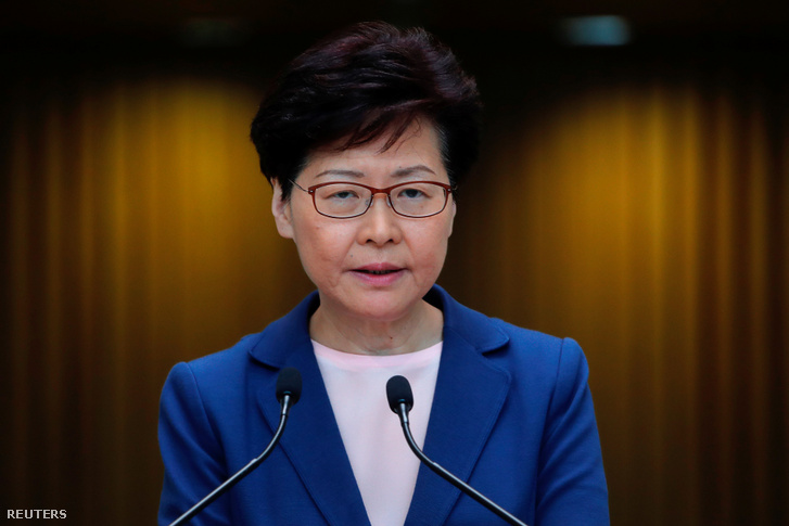 Carrie Lam hongkongi kormányzó beszél a sajtónak a kiadatási törvényről 2019. július 9-én