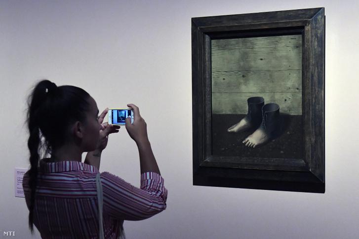 René Magritte A vörös modell című festménye A szürrealista mozgalom Dalítól Magritte-ig - Válság és újjászületés 1929-ben című kiállításon