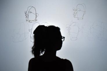 Alexander Calder Maszk című installációja