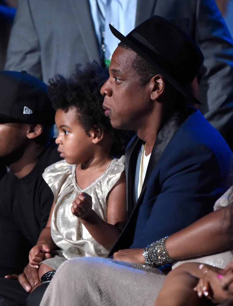 Blue Ivy ésJay-ZA rapper gyermeke bár kislány, az arcuk mintha teljesen egyforma lenne