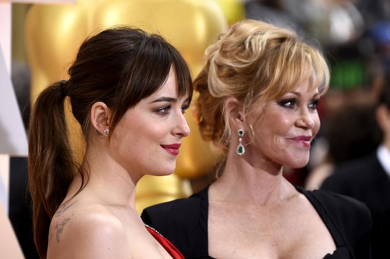 Dakota Johnson ésMelanie GriffithBár Melanie a múltkor még egy jachton pucérkodott, azért lányára is szokott időt szakítani