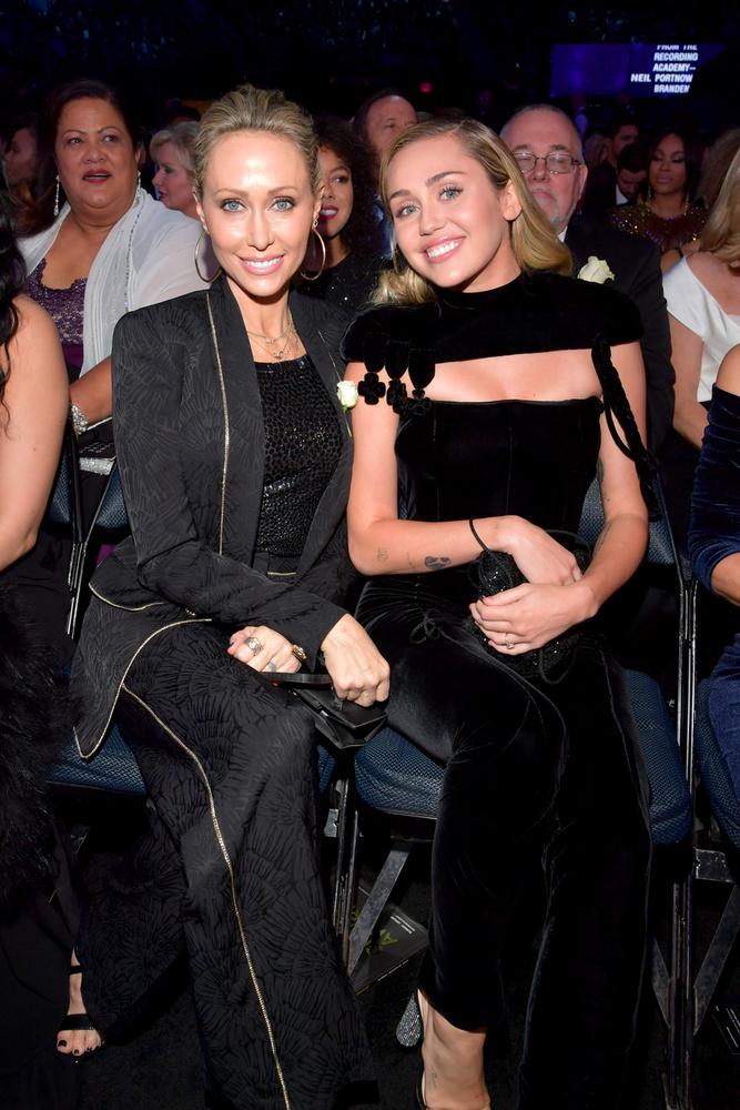 Tish Cyrus és Miley CyrusAkár a nővérek