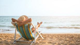 10 dolog, ami nem hiányozhat a strandtáskából