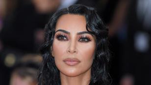 Kim Kardashian olyan szoros ruhát viselt a Met-gálán, hogy új lélegzéstechnikát kellett tanulnia, nehogy elájuljon
