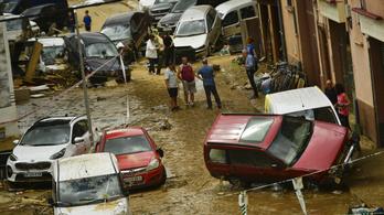 Hirtelen jött hatalmas eső miatt villámárvíz pusztított Spanyolországban