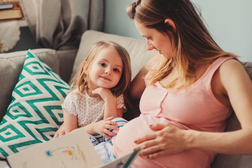 Jobb tesók lehetnek, ha segít a szülő felkészülni: 7 testvérváró könyv, ami szerintünk bejöhet