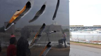 Gázkamrás felirattal gyalázták meg a Roma Holokauszt Emlékművet