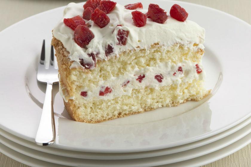 Tejszínes, málnás torta klasszikus piskótával: egyáltalán nem émelyítő