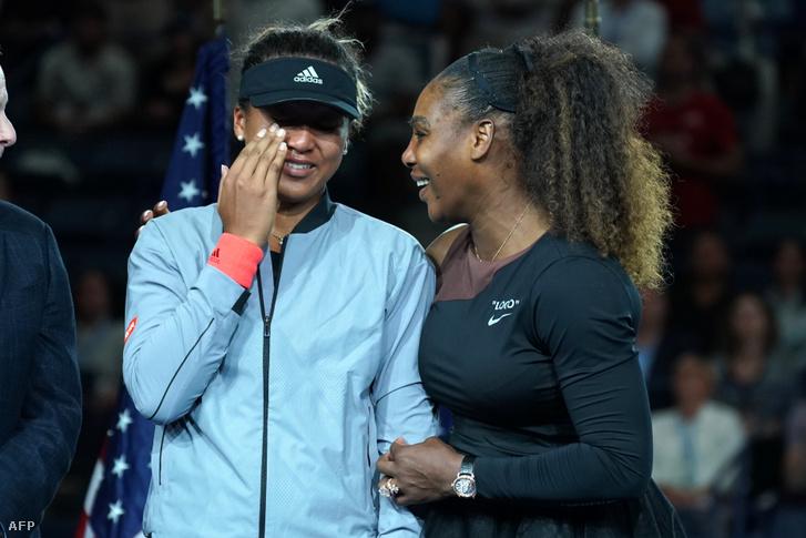 Oszaka Naomi és Serena Williams a 2018-as US Open díjátadóján