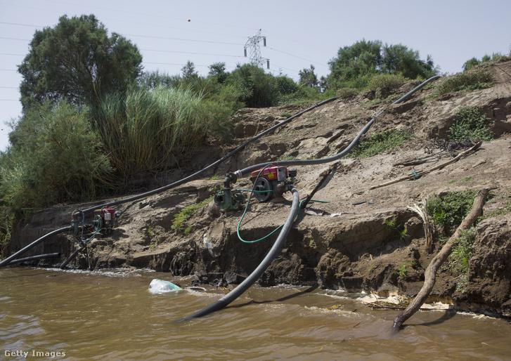 Vízpumpák a Nílusban a szudáni Saï szigetnél