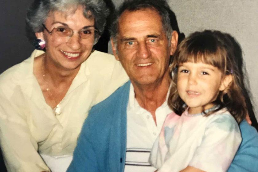 Katrine Kilroyt különleges kapocs fűzi fogadott nagyszüleihez, különösen nagymamájához, Elaine-hez.