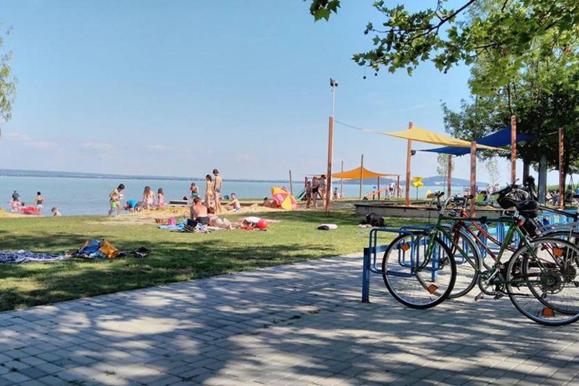 Mutatjuk a Balaton legjobb strandjait: idén ők kapták meg a Kék Hullám Zászló minősítést