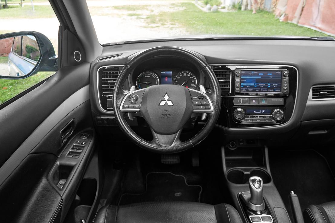 Nem olyan elegáns az anyaghasználat, mint egy Volvóban, de a Mitsubishi belső is tartós