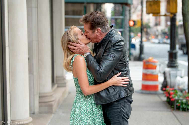 David Hasselhoff és Hayley Roberts tavaly nyáron házasodott össze, a színész-énekes 66 éves, neje 37.