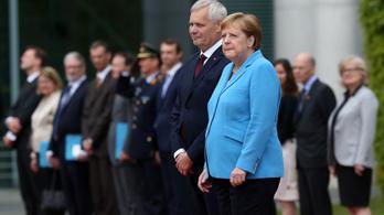 Egy hónapon belül harmadszor remegett Merkel a nyilvánosság előtt