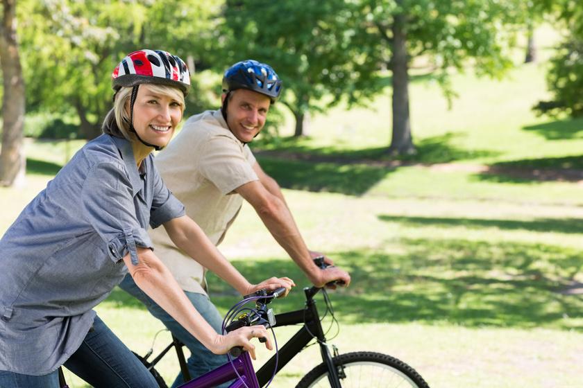 A kerékpározás nemcsak kellemes időtöltés, de a szív- és érrendszeri betegségek kockázatát is csökkenti, valamint erősít, növeli az állóképességet.