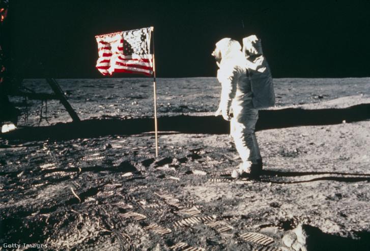 Edwin Aldrin a Holdon 1969. július 20-án.