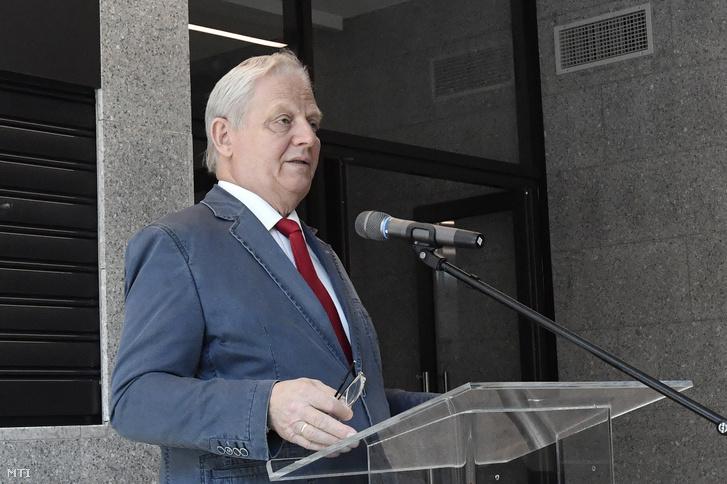 Tarlós István fõpolgármester a felújított pesterzsébeti strandfürdőátadásán 2019. július 10-én.