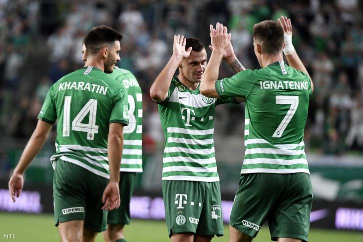 Ferencváros második góljának szerzõje (j2) ünnepel csapattársaival Danilo Ihnatenkóval és Ihor Haratyinnal