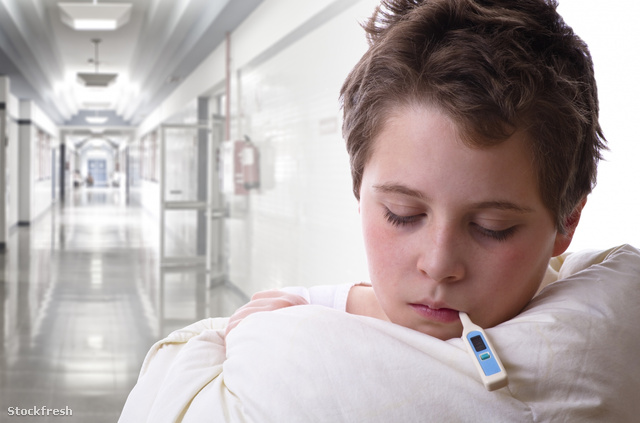 stockfresh 338980 sick-child-in-hospital-fever-and-flu sizeM