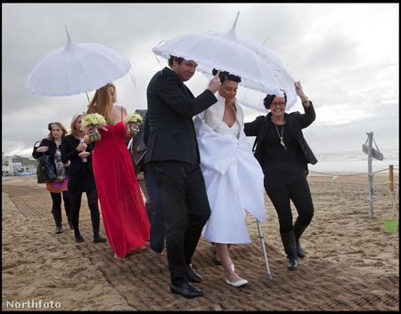 Érkezik a menyasszony
