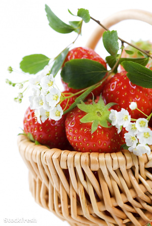 stockfresh 568502 basket-of-strawberries sizeM