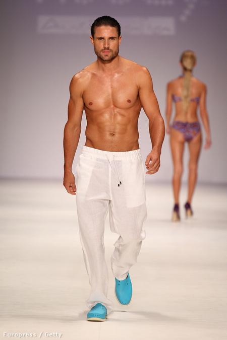 A Kooey fürdőruhacég divatbemutatója Syndey divathetén