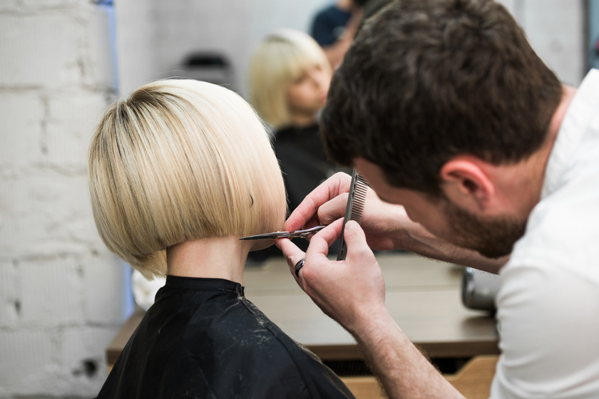 Rövid frizurát vágattak, teljesen átalakultak: előtte-utána képeken a változás