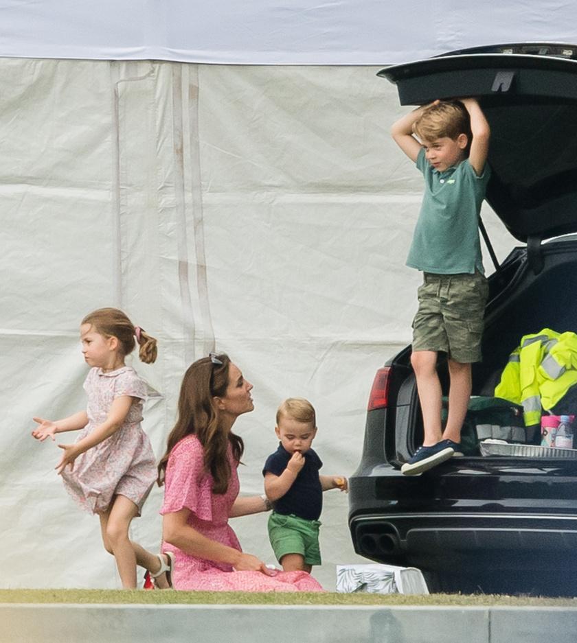 György herceg még mindig nagyon eleven fiúcska.