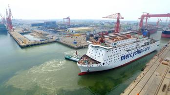 Elindult Kínából a világ legnagyobb polgári kórházhajója