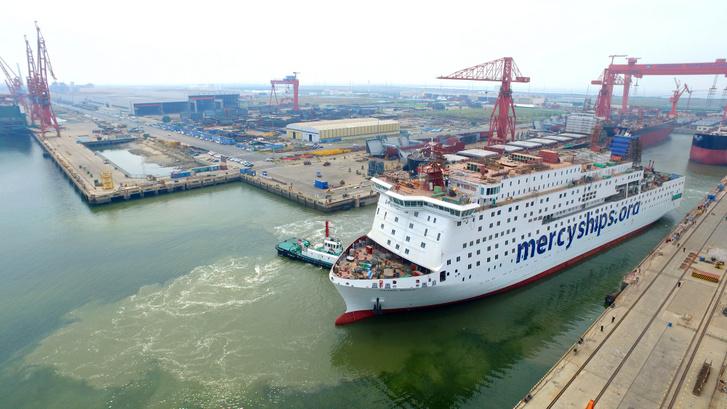 A Global Mercy elhagyja a tiencsini hajógyárat