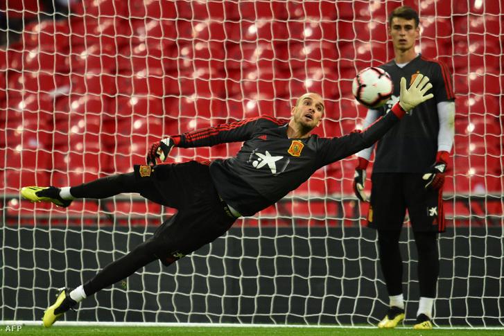 Pau Lopez a válogatott edzésén