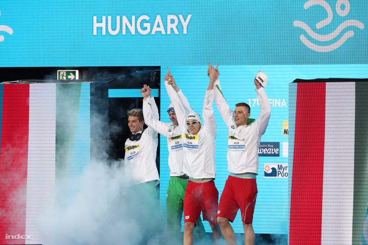 A bronzérmes Bohus Richárd Holoda Péter Németh Nándor és Kozma Dominik (b-j) a férfi 4x100 méteres gyorsváltó döntõje elõtt a 17. vizes világbajnokságon a Duna Arénában 2017. július 23-án.