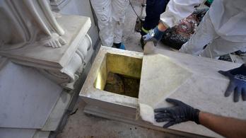 Felnyitották a vatikáni sírokat, de csak fokozódott a rejtély