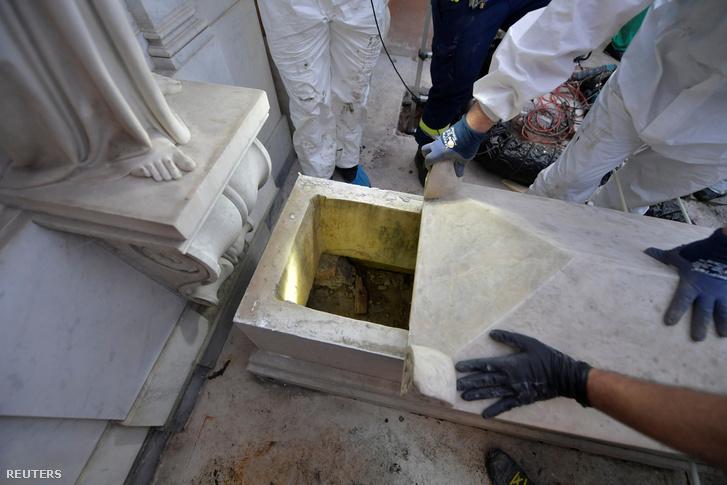 Vatikánváros falain belül fekvő nemesi sírt felnyitottak Rómában 2019. július 11-én