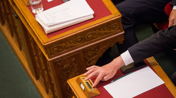 Ma szavaz a Parlament a közoktatást tovább államosító csomagról