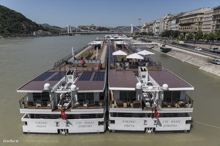 A Viking két szállodahajója a Duna budapesti szakaszán
