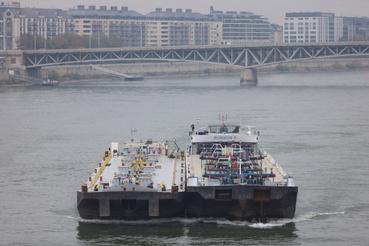 Rubikon 9                         Áruszállító motorhajó, önjáró uszály, tanker (Szlovákia)                         Hossz: 109 m                         Szélesség: 11 m                         Főgép teljesítmény: 1325 kw